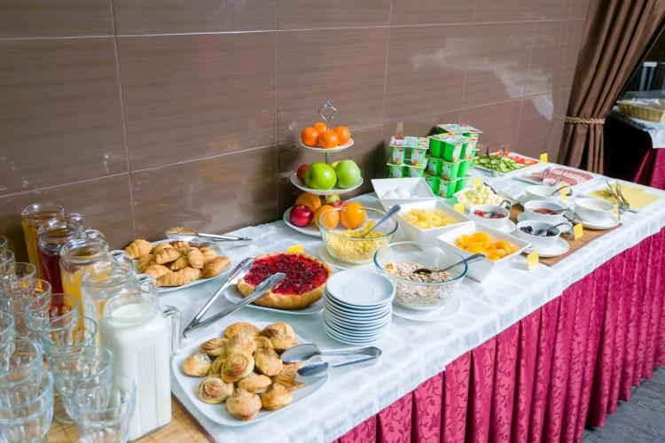 Завтрак в гостинице Империя